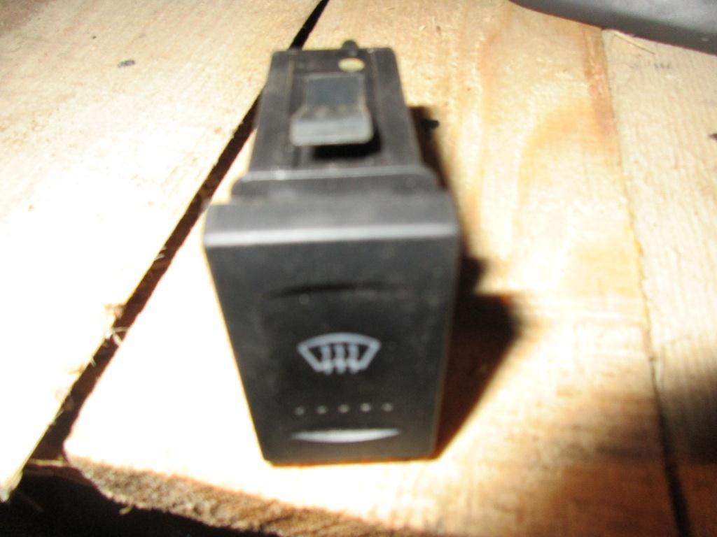 Кнопка обогрева лобового стекла   7M3959622