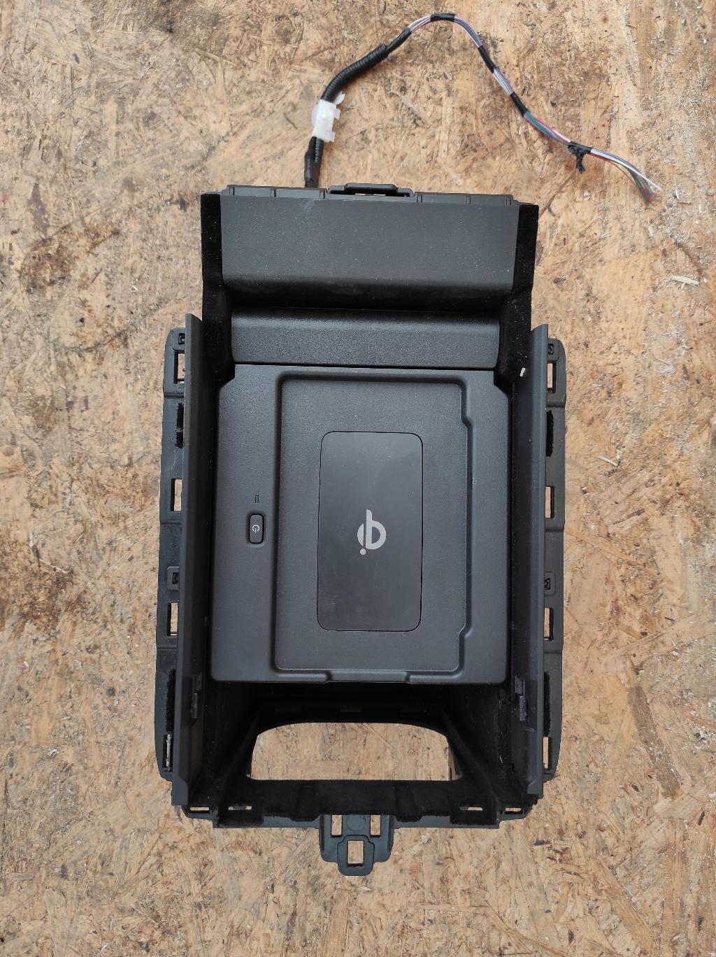 Беспроводное зарядное устройство   Номер по каталогу: 861C0-78021
